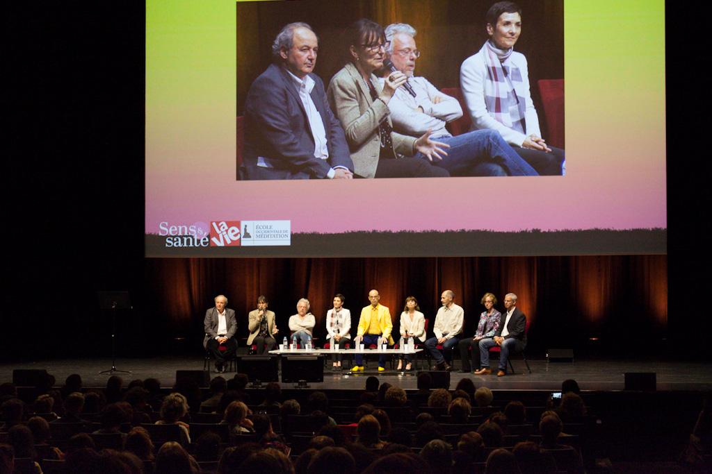 table ronde finale de la journée Méditation 2017 à la Sale Pleyel : tous le sintervenants sont sur scène